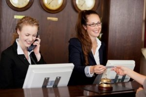 Образец должностной инструкции администратора гостиницы